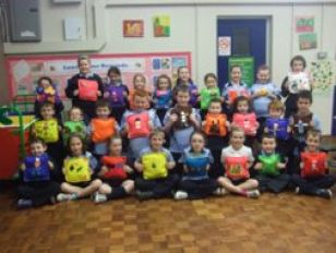 Primary 4 and 5 children make cushions