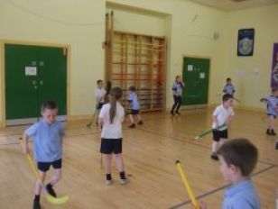 In their Fundamental Movement Skills this morning, P3/4 enjoyed playing Unihoc.
