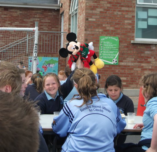 Pupils enjoying picnic